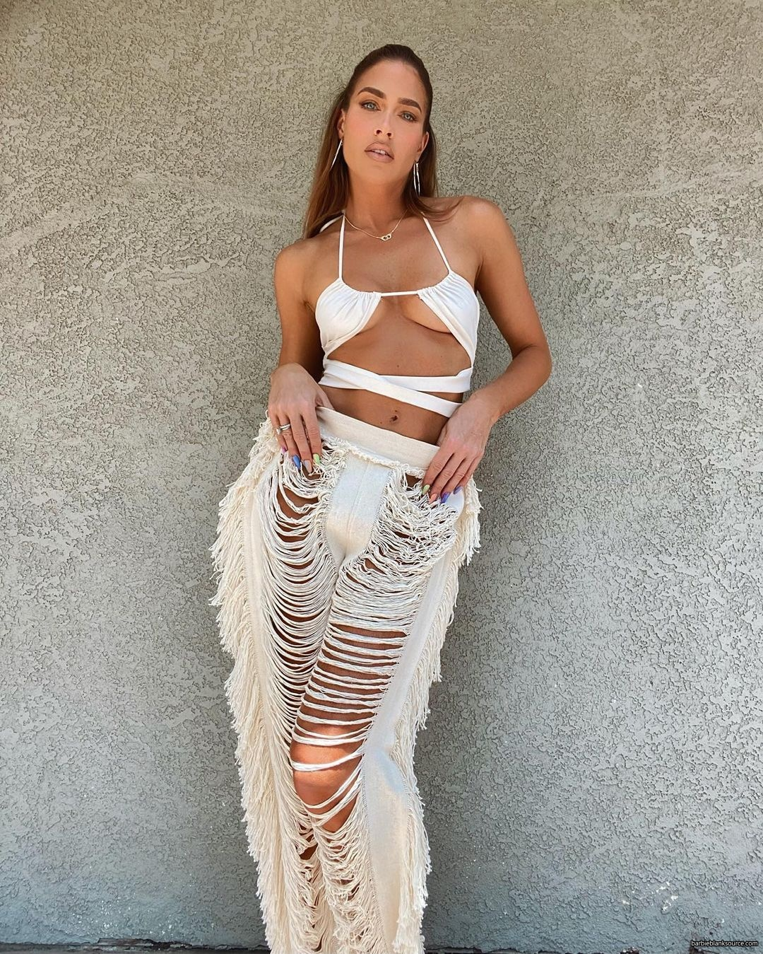 WWE Star Kelly Kelly Shows Off Personality In Revealing Dress And Pants 2